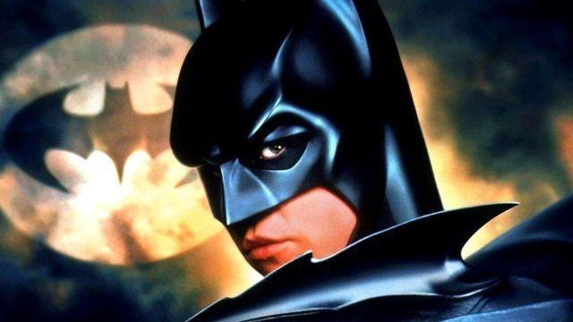 Existe una versión bastante oscura de Batman Forever que nunca pudimos ver, asegura el productor de la cinta