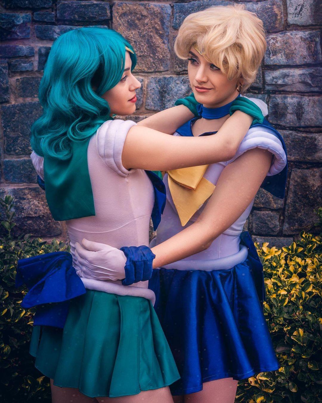 Sailor Moon: Cosplayers recrean una romántica escena entre Sailor Neptune y Sailor Uranus