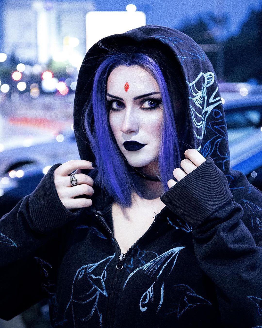 Teen Titans: Chica demuestra sus habilidades de cosplayer dándole vida a Raven de esta manera