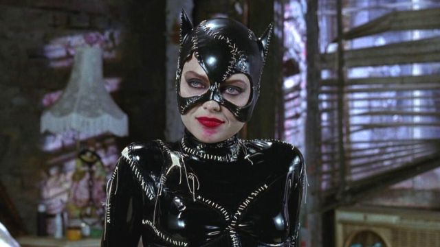 DC Comics: Cosplayer el da vida a Catwoman con el sexy traje de Batman Returns