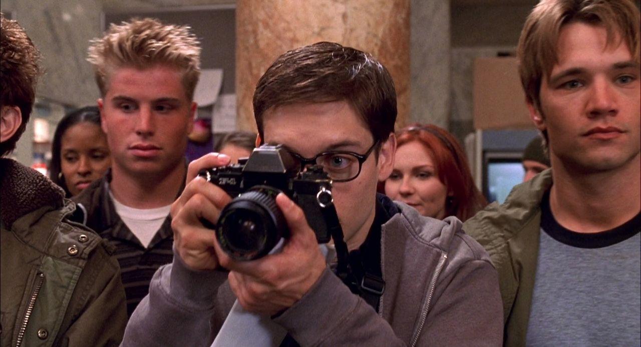 spiderman 2002 peter parker cámara