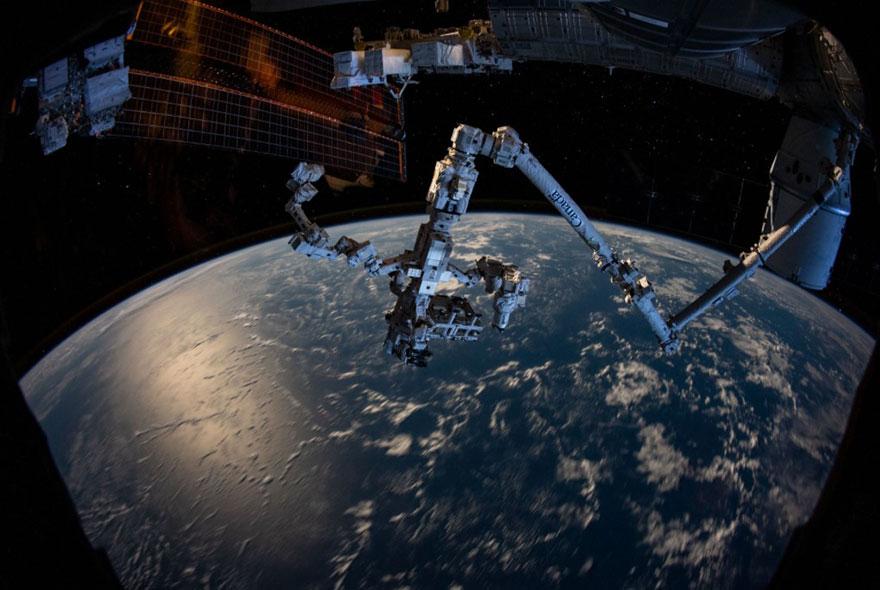 brazo robotico canadarm2 estacion espacial internacional