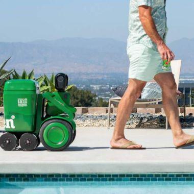 Robot ruedas cerveza heineken asistente
