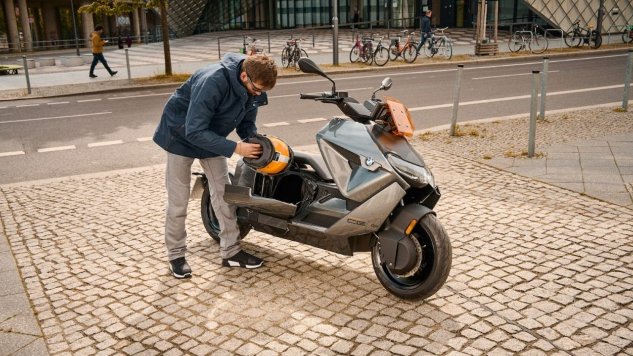 BMW CE 04 scooter electrico