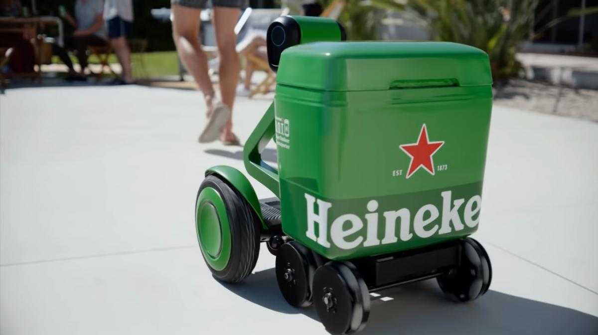 robot transportador cerveza heineken despachador
