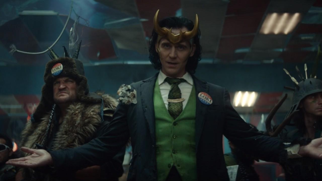 Marvel: Chica recrea a través de este increíble cosplay al Loki presidente