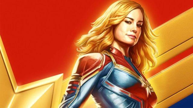 Fisicoculturista cosplay de capitana marvel carol danvers