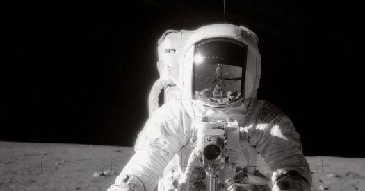 Astronauta que caminó sobre la Luna rompe su silencio sobre los extraterrestres
