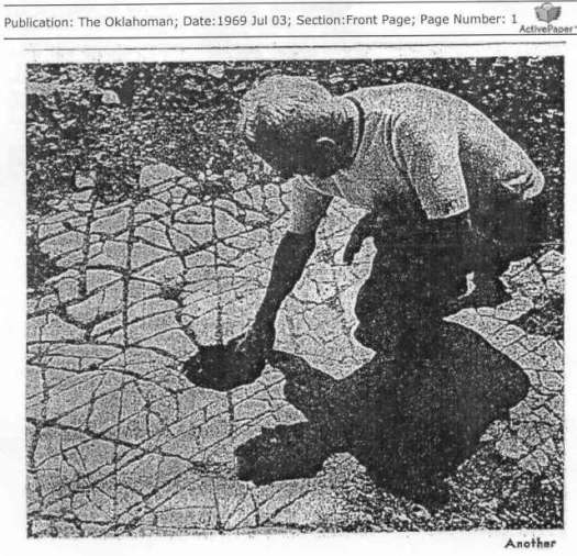 Piso de mosaico masivo, con extraños agujeros descubierto en Oklahoma. Una publicación de «The Oklahoman»