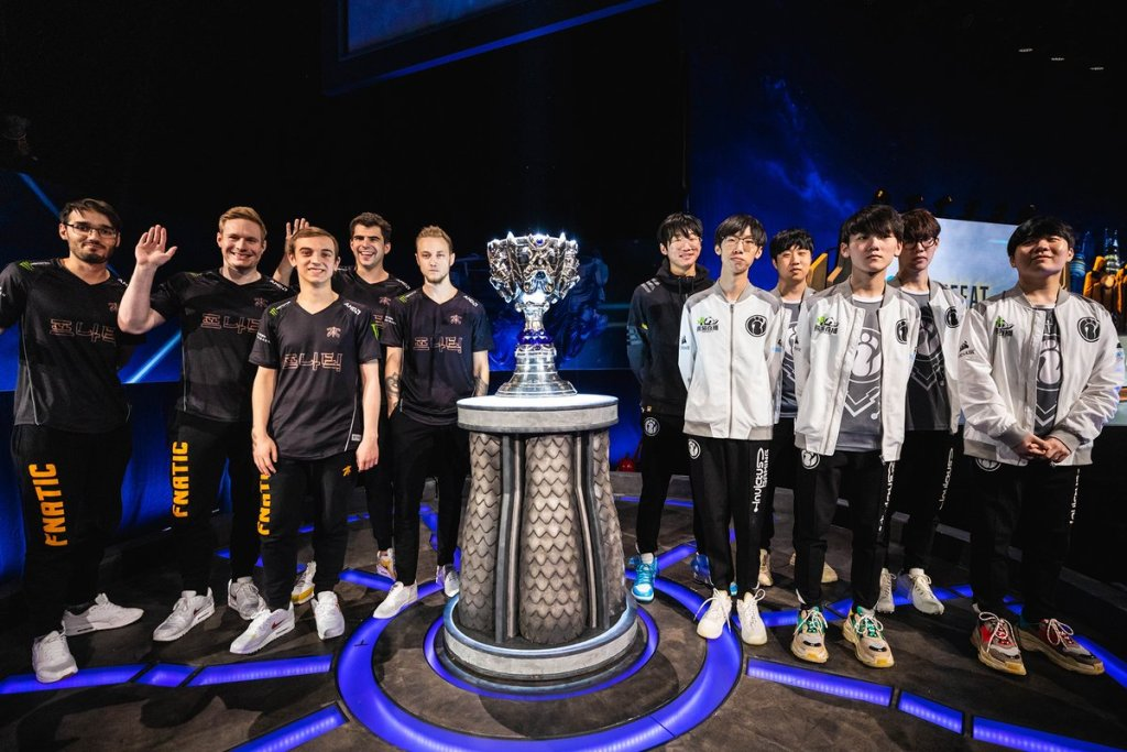 FNATIC - Invictus Gaming