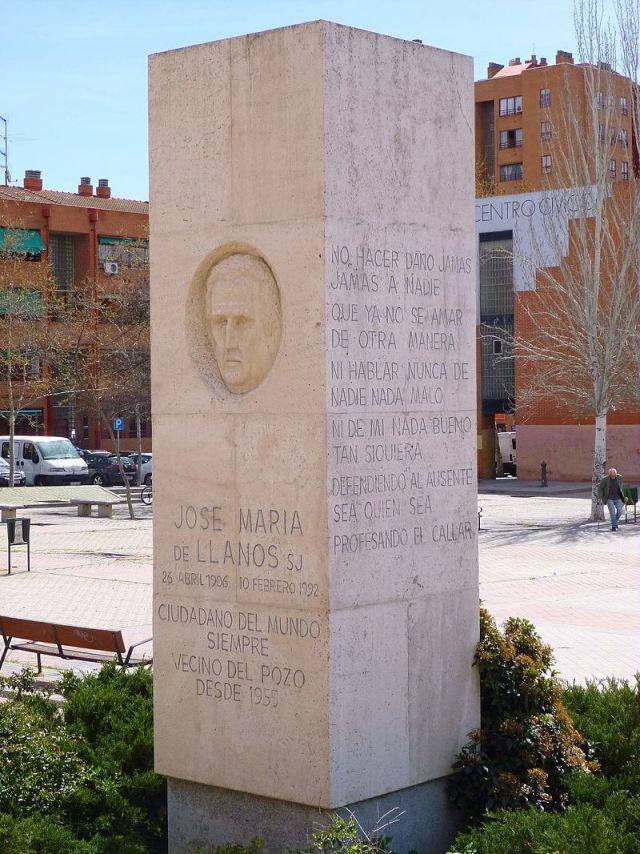 Monumento al padre Jose María de Llanos en el distrito de Puente de Vallecas