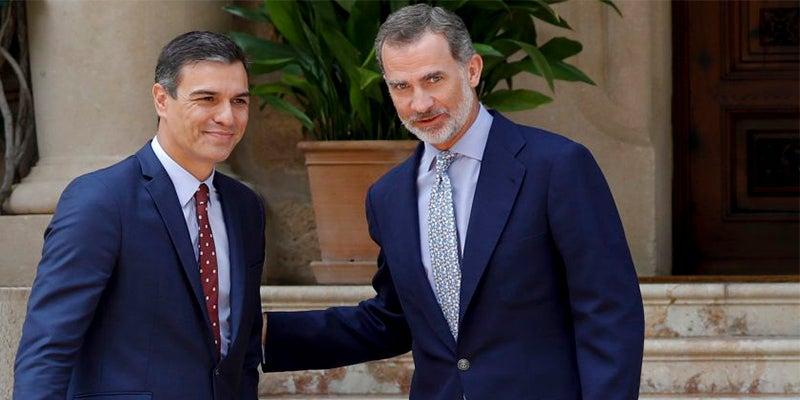 Pedro Sánchez con el Rey Felipe VI, en el Palacio de Marivent / Europa Press
