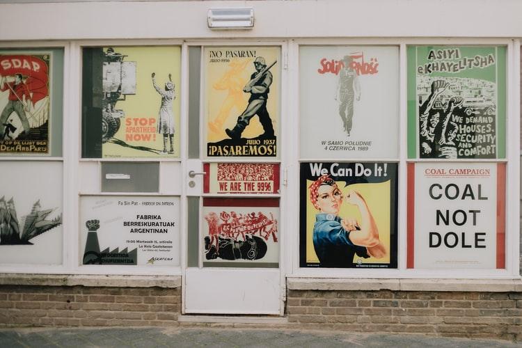 Cartel en Maastricht mujeres