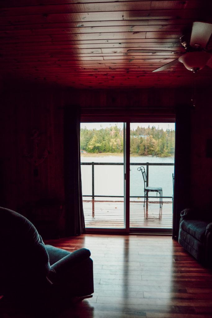 Vue sur le lac Michigan depuis le cottage à Tobermory et à côté du Parc Bruce Péninsule
