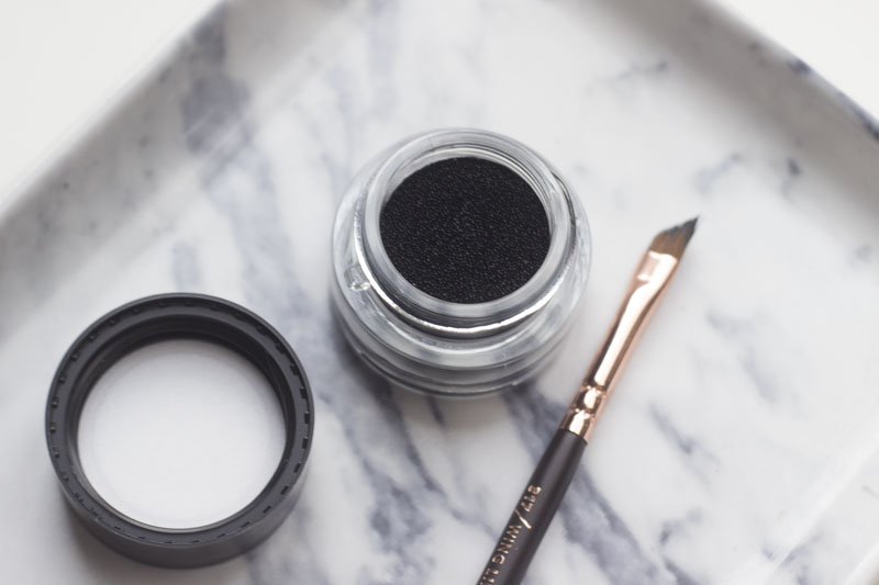 essence cushion eyeliner