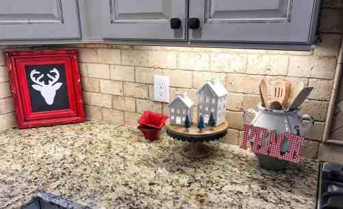 Styling a Farmhouse Kitchen Christmas