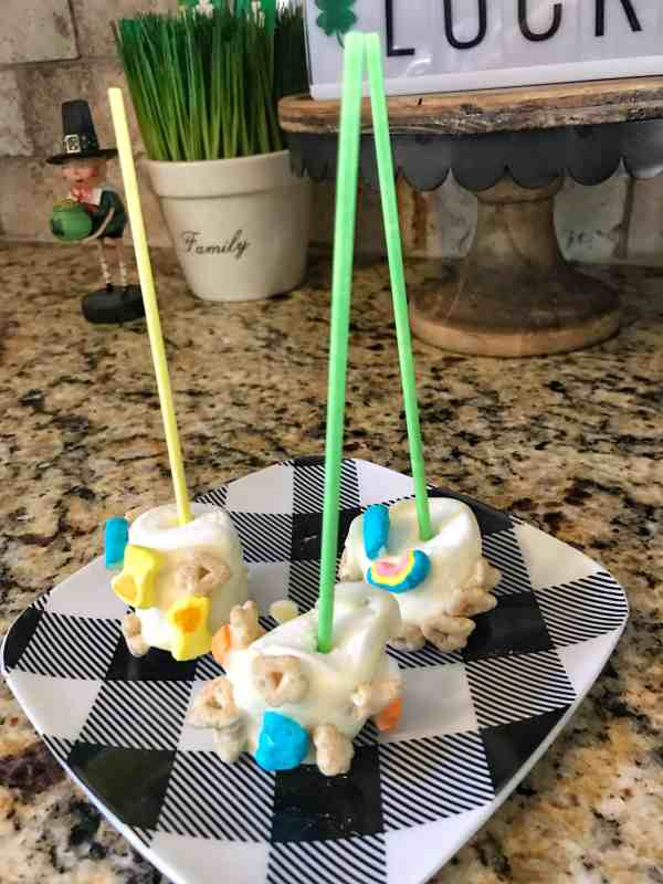 Leprechaun Treats Easy Marshmallow Pops