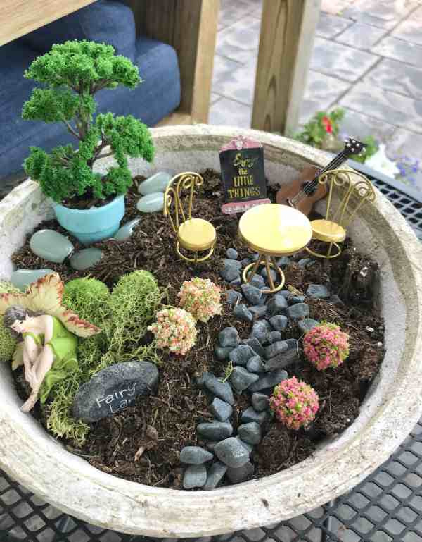 How to Create a Tabletop Fairy Garden #diy #kids #ideas
