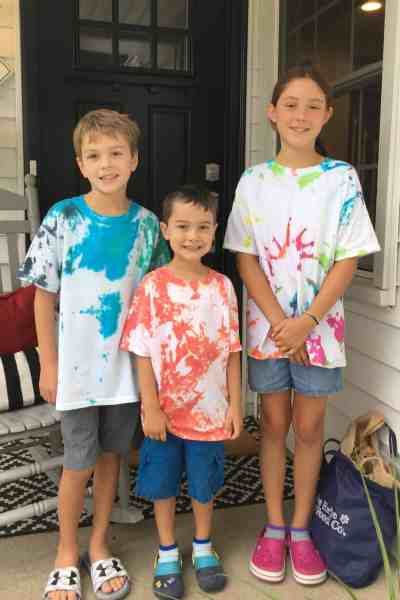 Easy Steps to Tie Dye with Kids #DIY #ideas #tshirts