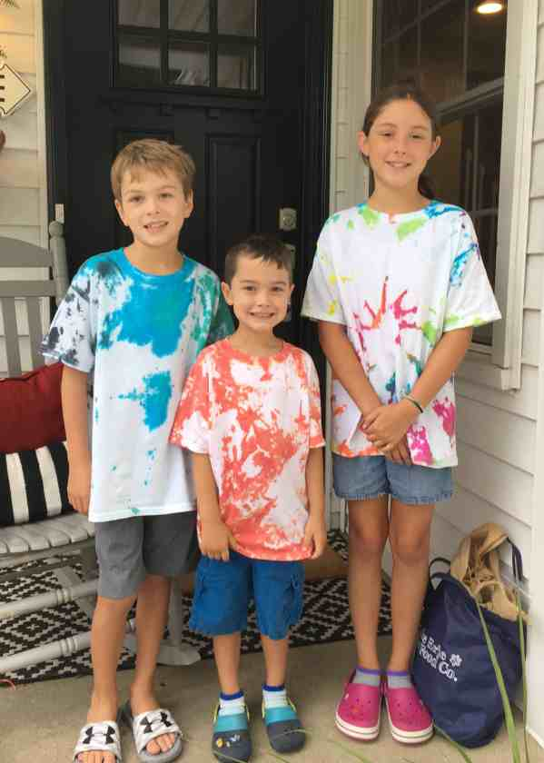 How to tie dye shirts with kids #family #tshirts #summeractivity