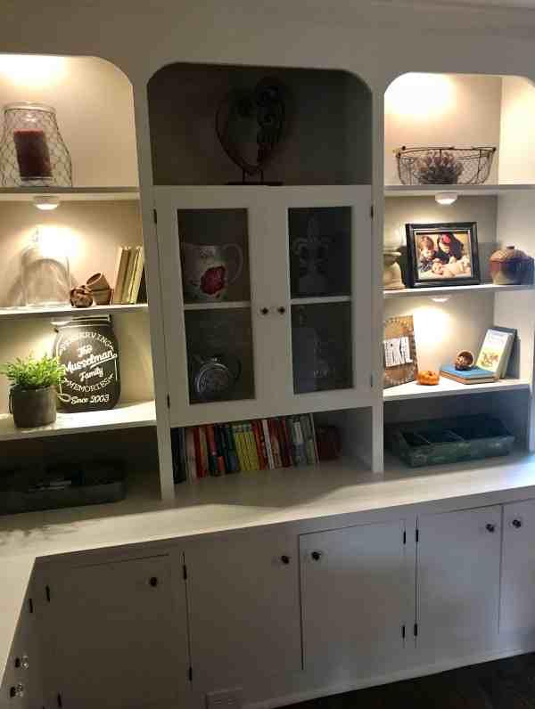 Farmhouse Shelves with Undermount Lighting #farmhousestyle #builtinbookcase #diydecor