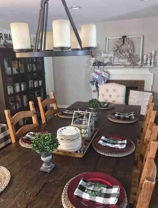 Christmas Dining Room Table Inspiration #tablescape #christmasdecor #farmhousstyle