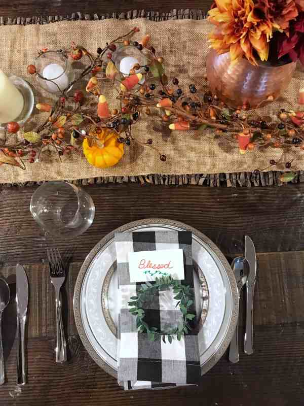 Farmhouse Style Thanksgiving Table Decorations #centerpiece #buffalocheck #tablescape
