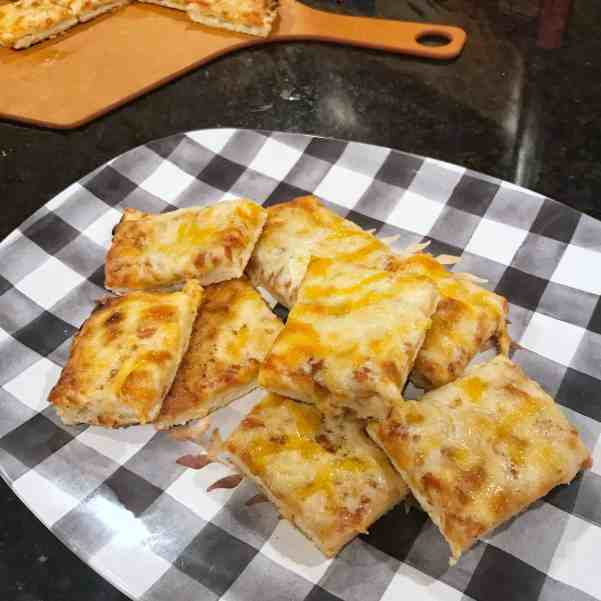 Cut pizza into small squares when feeding a large crowd #budgetfriendly #familyfriendly #entertainingideas
