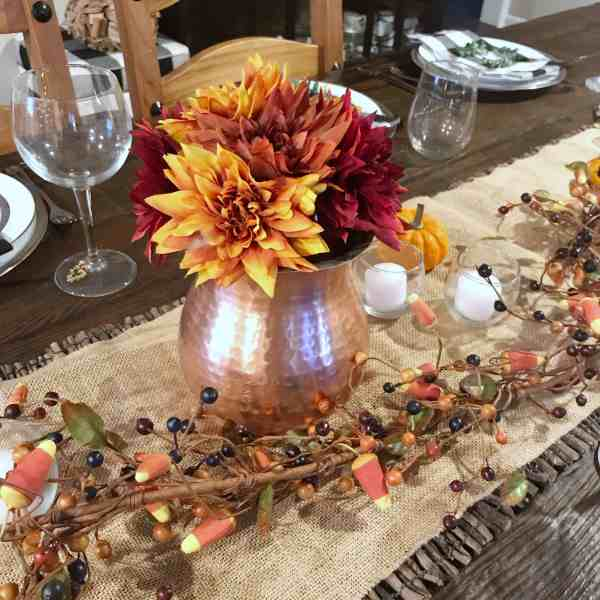 Simple and Rustic Thanksgiving Table Setting #tablescape #centerpieces #farmhousestyle