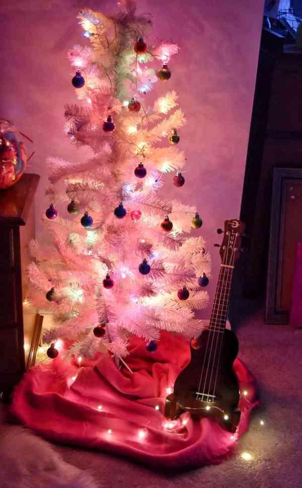 The best Ukulele for kids #christmasgiftideas #ukulelekits #giftideasteens