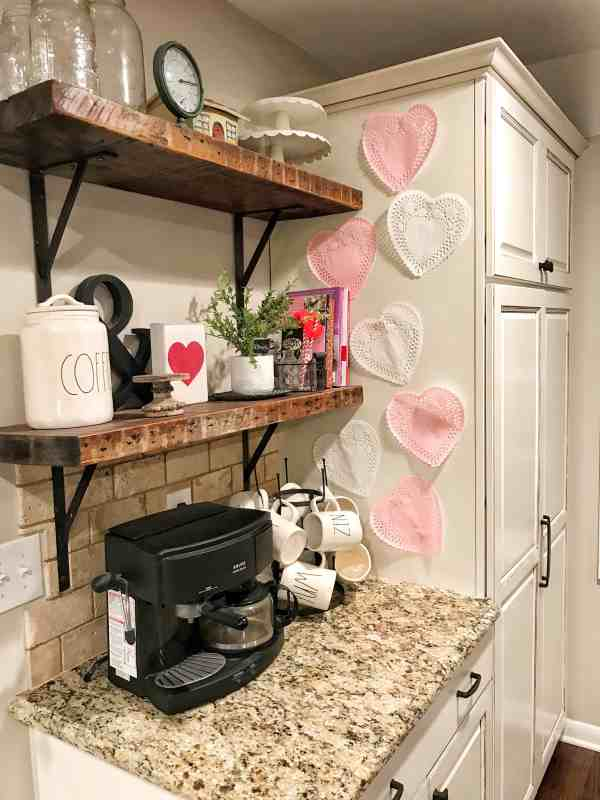 Valentine's Day Farmhouse Decor #rustic #fixerupperstyle #valentines