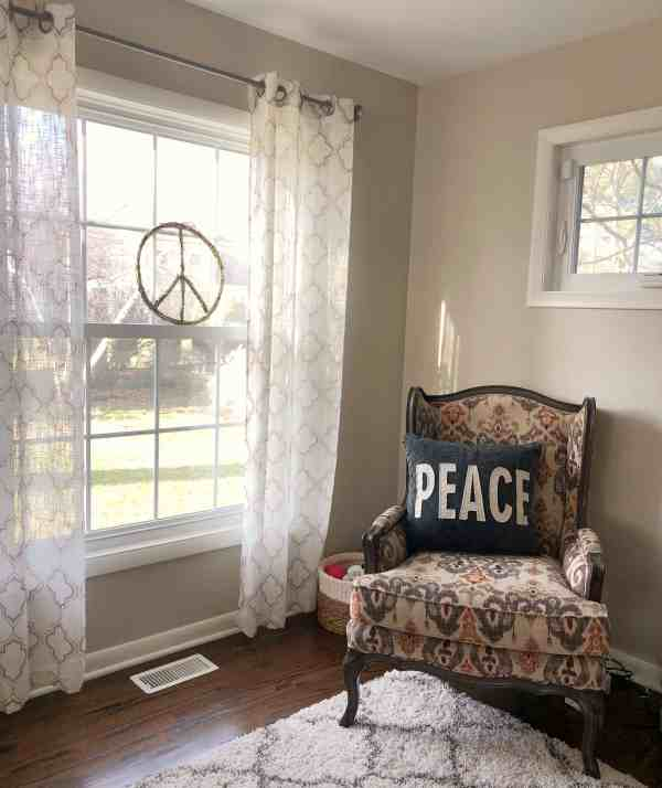 Cozy Winter Decor Inspiration #farmhouse #peacesign #familyroom