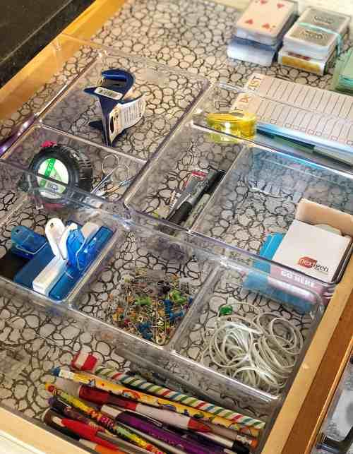 How to organize a junk drawer #kitchenorganization #clutterfree #minimalism