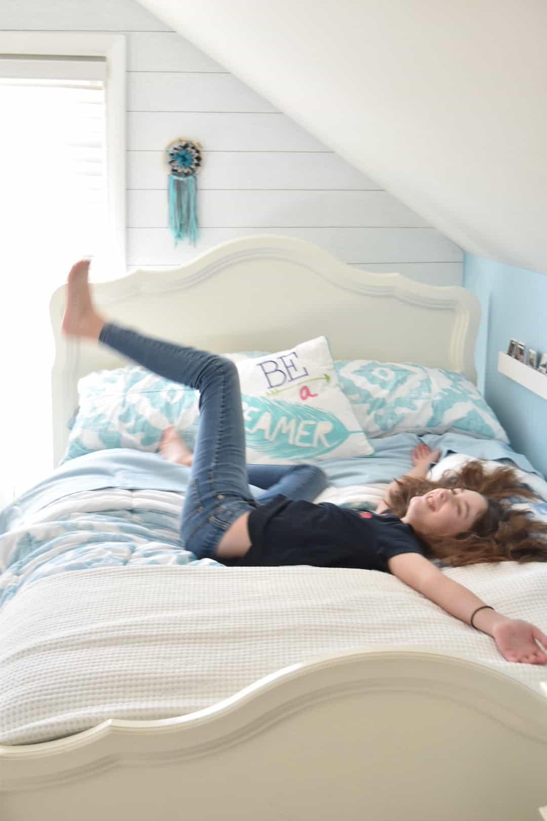 Tween Girl Bedroom Inspiration #beachthemed #potterybarnteen #teengirlbedroom