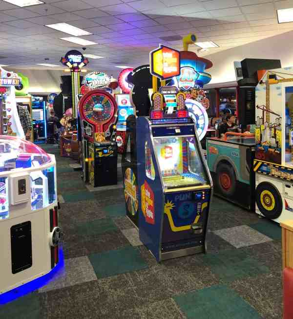 Chuck E. Cheese's North Olmsted Review #sponsored #whattoexpect #attractions