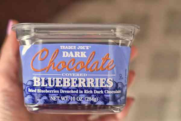 Trader Joe's favorite snacks and treats #shoppinglist #snacks #familyfriendly