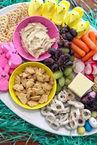 Kid friendly Easter appetizer for brunch #charcuterieboard #makeahead #fingerfoods #easy #peeps