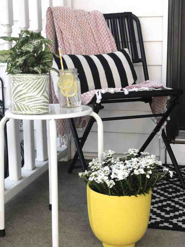 How to decorate a small front entryway #farmhouse #spring #summer #inexpensive #furniture