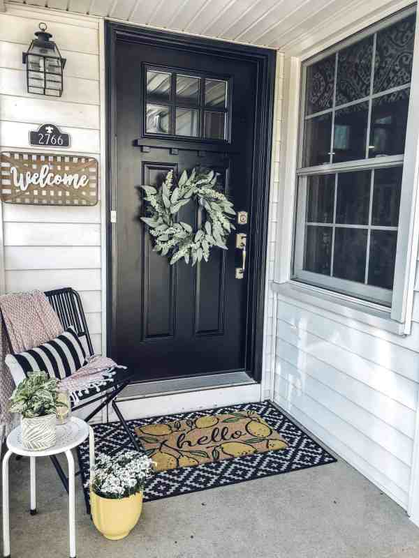 How to style a small front porch #diy #inexpensive #smallspaces #entryway