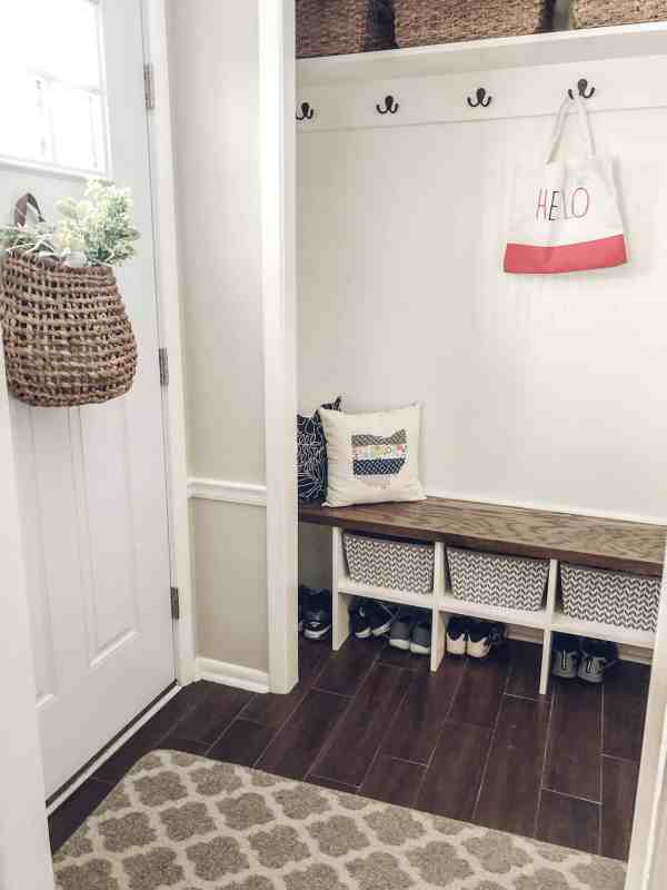 How to spring clean your mud room #closetorganization #springclean #organizationtips