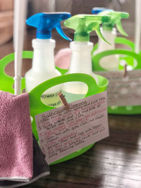 How to make bathroom cleaning caddies for your kids #chores #cleaningtips #momhacks #summerchores #nontoxiccleaning #parentingideas