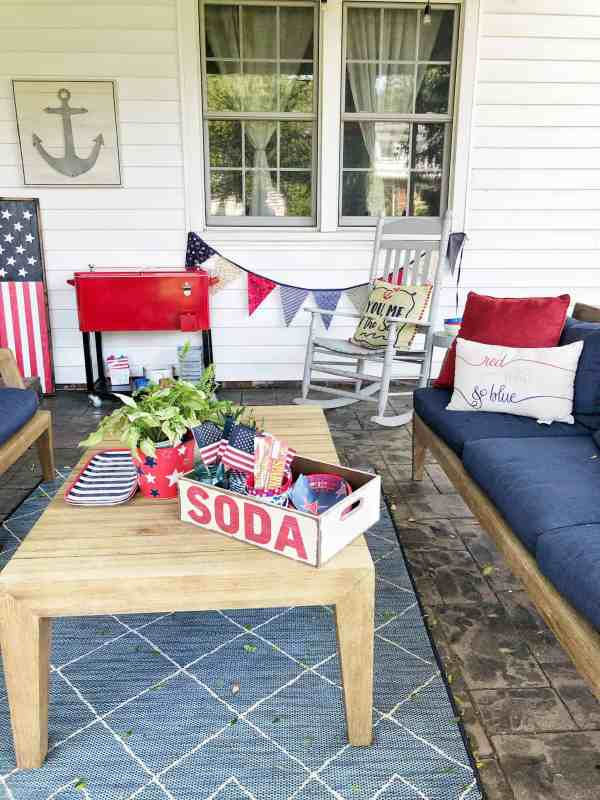 Easy 4th of July decor #patio #outdoor #july4th #patriotic