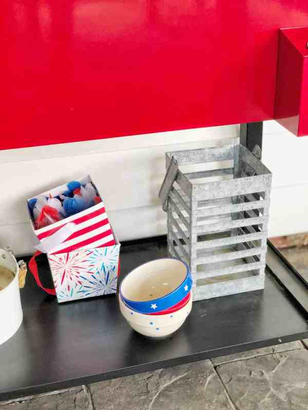 4th of July outdoor decor ideas #redwhiteblue #entertaining #party