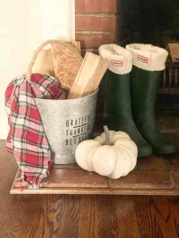 Fall Mantle Decor #falldecorating #farmhouse #diy
