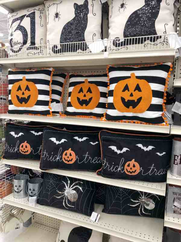 Cute Halloween Pillows #pumpkins #sequins #farmhouse