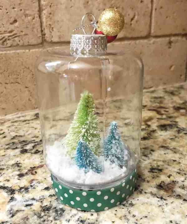 DIY snow globe ornament #christmas #snowglobes #crafts
