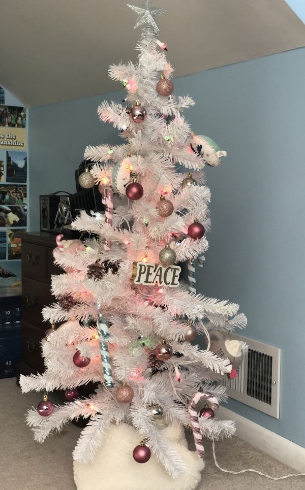 PInk and White Christmas Tree #girlsroom