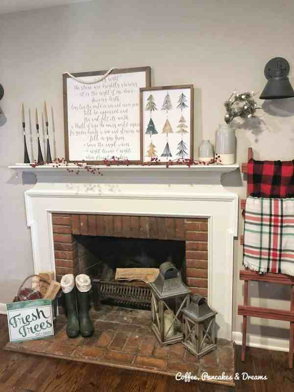 Farmhouse Style Christmas Mantle