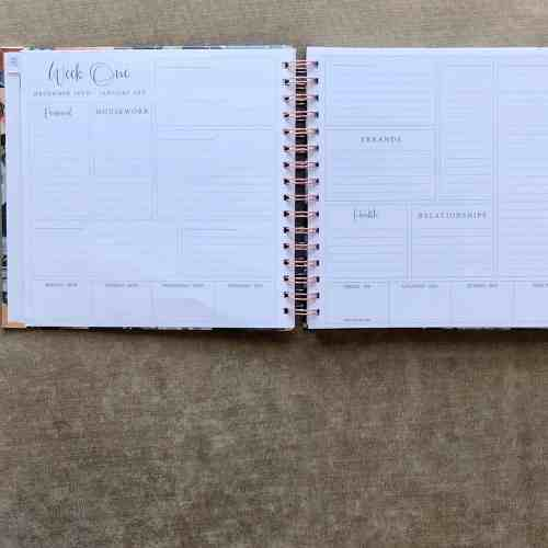 Monthly Planner for Moms #2021 #spacesplanner #affiliate