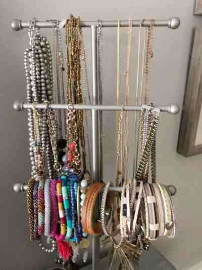 How to Organize Jewelry #smallbedroom #declutter #accessories #necklaces